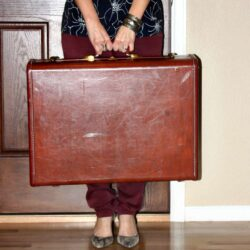 luggage-vintage-moving