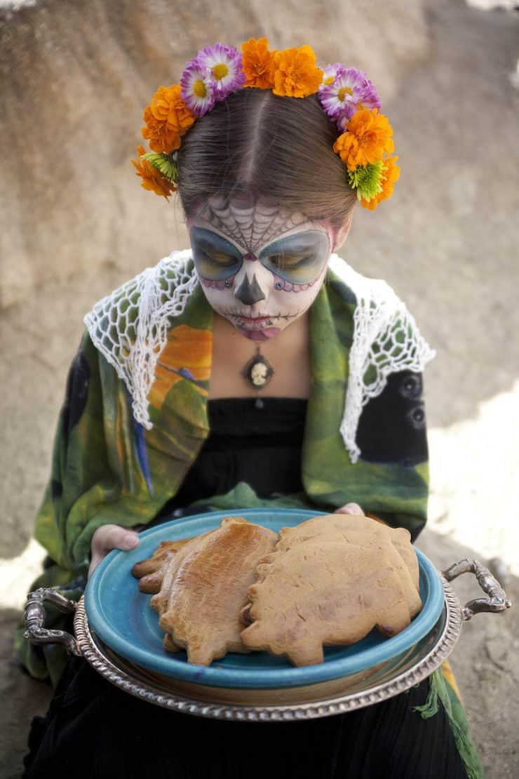 dia de Los Muertos pan dulce marranitos tray girl holding