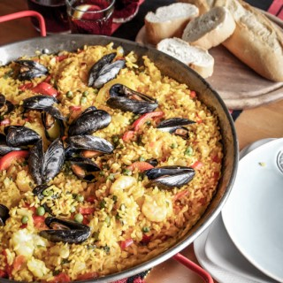 seafood_paella-shrimp-mussels-halibut-wine