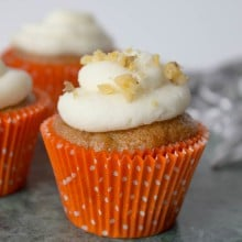 carrot_cupcakes-cream_cheese_frosting