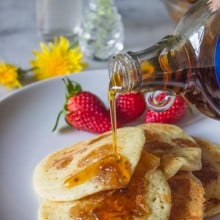 Pineapple_pancakes-strawberries-mapple_syrup-cinnamon-coconut_rum