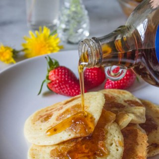 Pineapple_pancakes-strawberries-mapple_syrup-cinnamon-coconut_rum