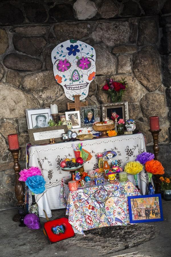 altar dia de los muertos day of the dead