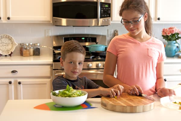 children helping in the kitchen safety