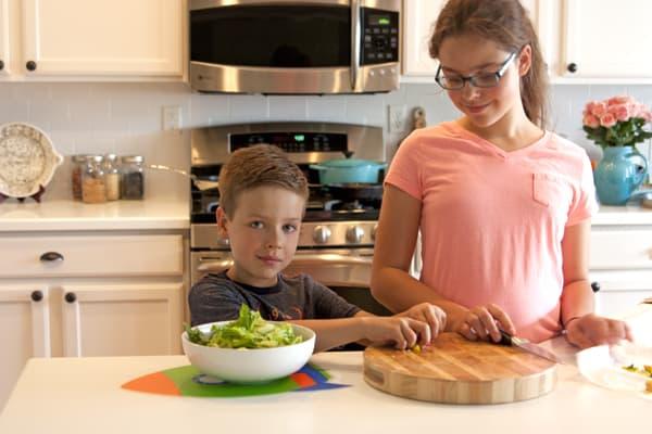 children helping in the kitchen safety