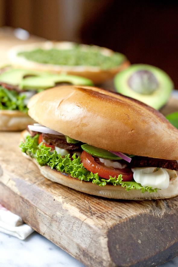 Tri-Tip Sandwich with Chimichurri Sauce (Tortas de Bistec)