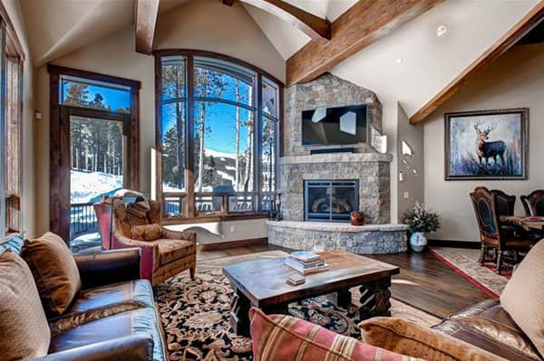 SLOPESIDE MANOR - PRIVATE HOME