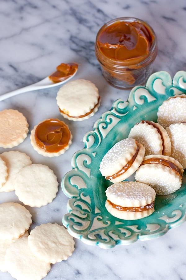 Alfajores (Dulce de Leche Shortbread Cookies) + Video ...