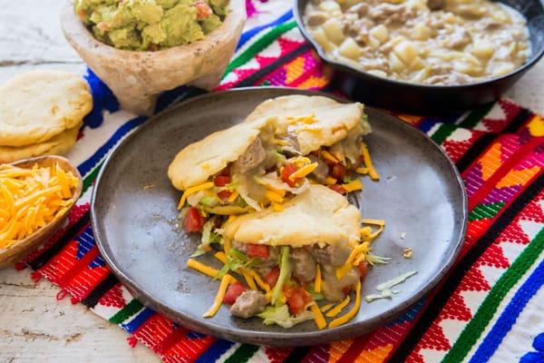 Gorditas-de-Chile-Verde-con-Carne-y-Papas