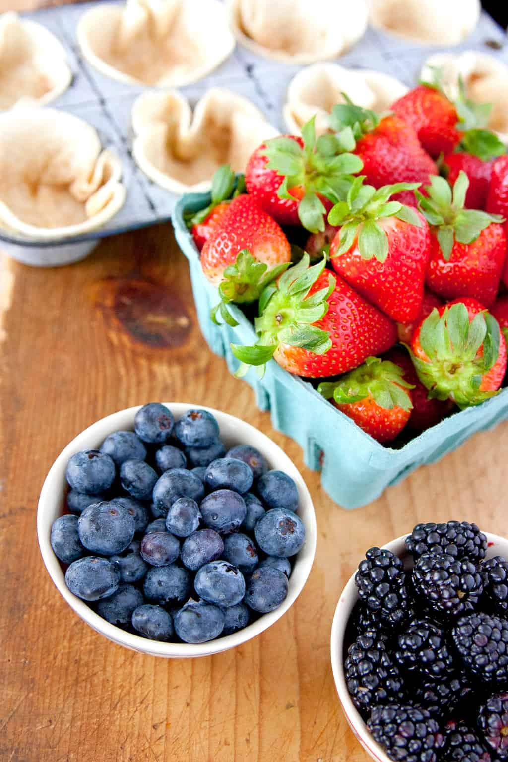 bunuelos-with-berries