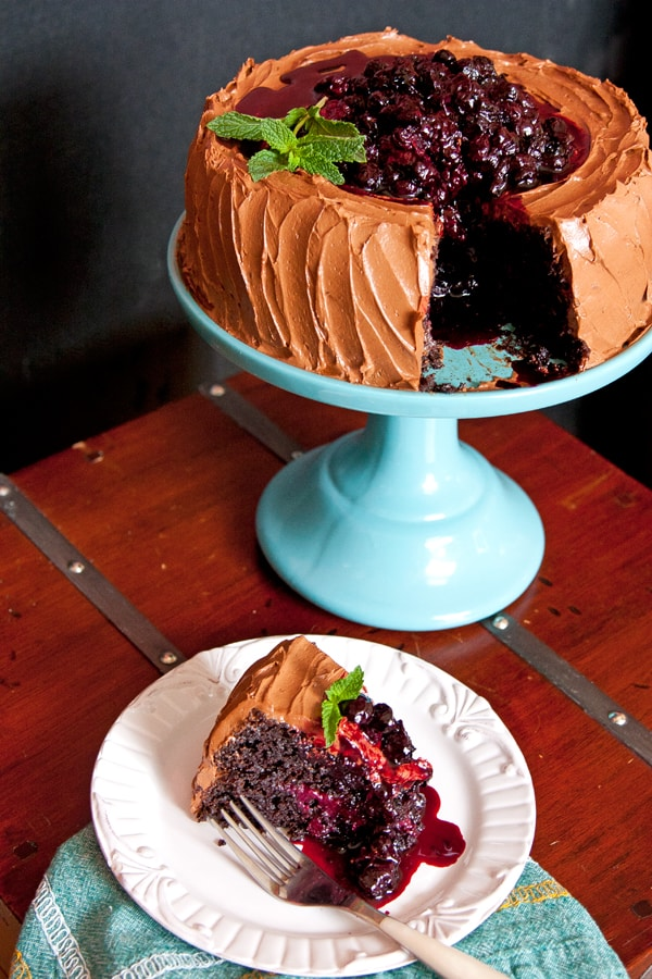 chocolate-cake-with-berries