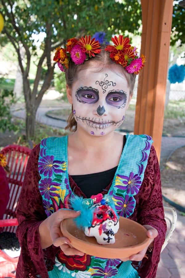 decorate-sugar-skulls-dia-de-los-muertos