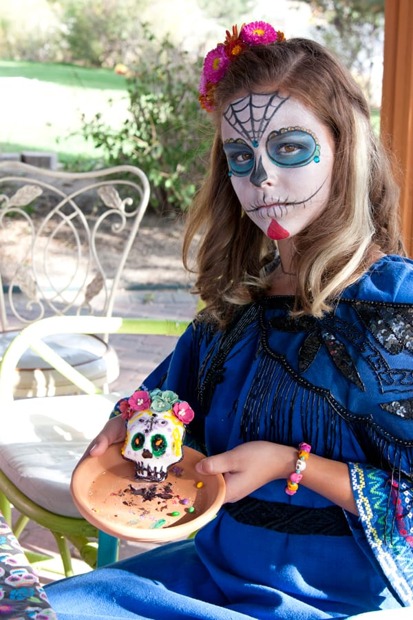 party-decorate-sugar-skulls