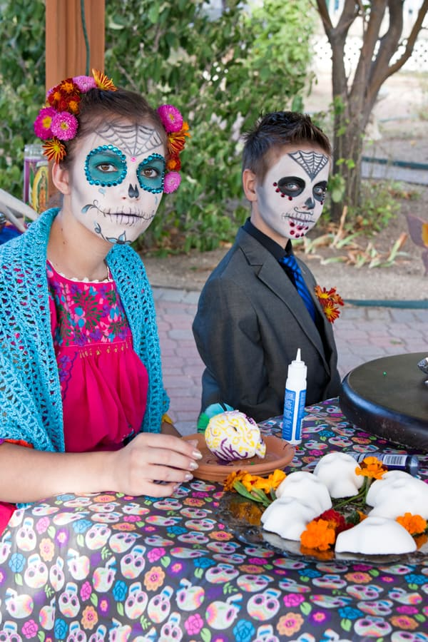 sugar-skull-decorating