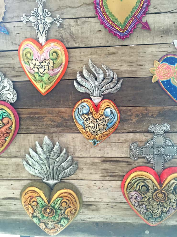 wood-carved-corazon-de-milagros