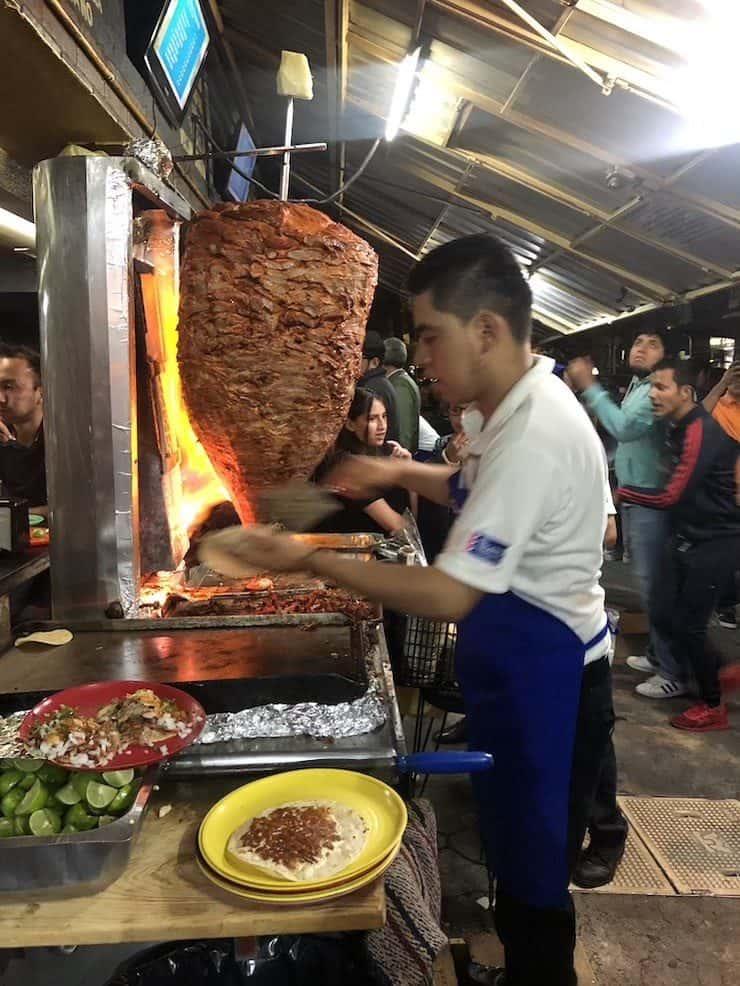 El Vilsito taquero making tacos al pastor in Mexico City