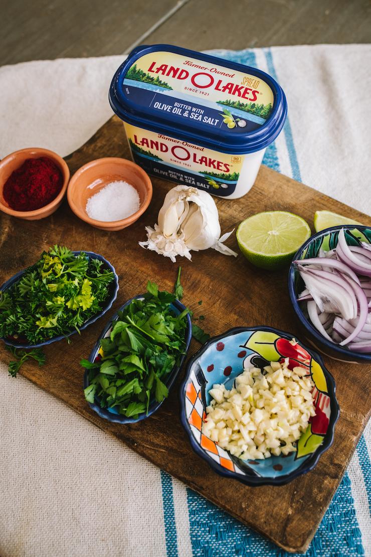 ingredient to make Camarones al Mojo de Ajo (Mexican-Style Garlic Shrimp)