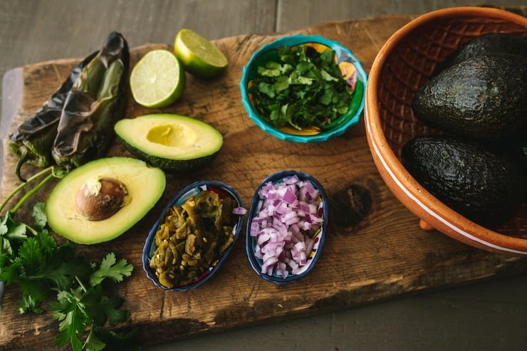 ingredients to make Hatch Green Chile Guacamole