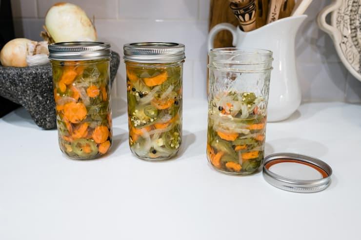 hot to preserve jar can pickled jalapeños