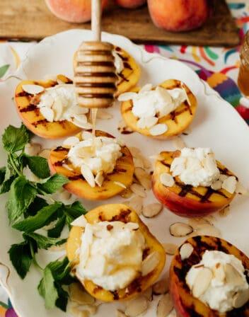 Duraznos al Grill con Requeson (Grilled Peaches with Ricotta Cheese)